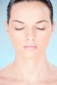 Qué es la mesoterapia facial y cómo te ayuda a recuperar la juventud con vitaminas