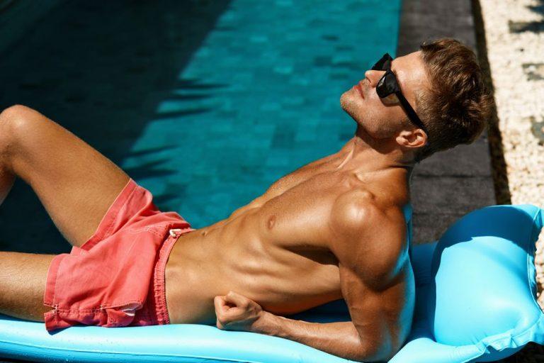 La operación bikini también es cosa de hombres