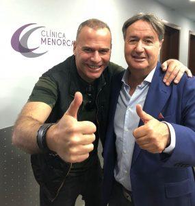 Carlos Lozano se hace un injerto capilar en Clínica Menorca