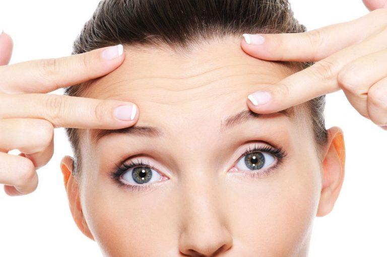 Cómo eliminar las arrugas de la frente